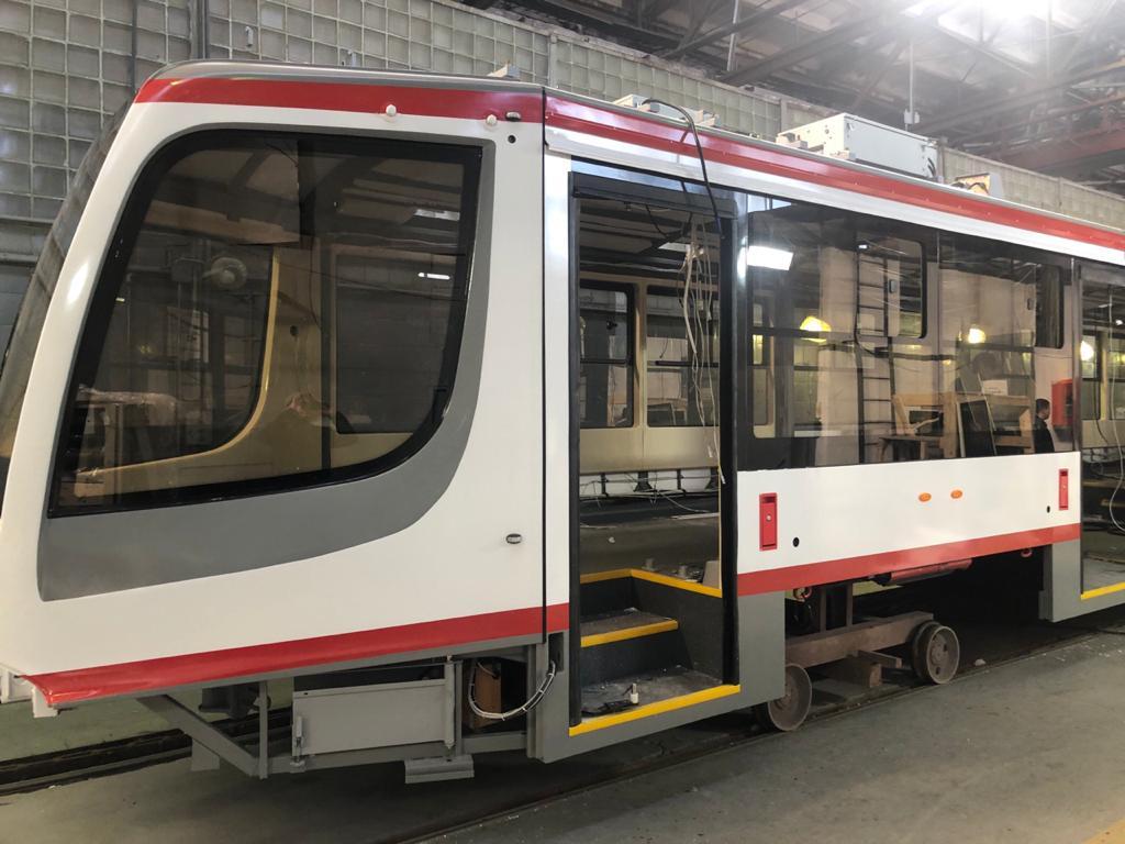 Эмаль на полиуретановой основе используется для покраски транспортных средств, вагонов.